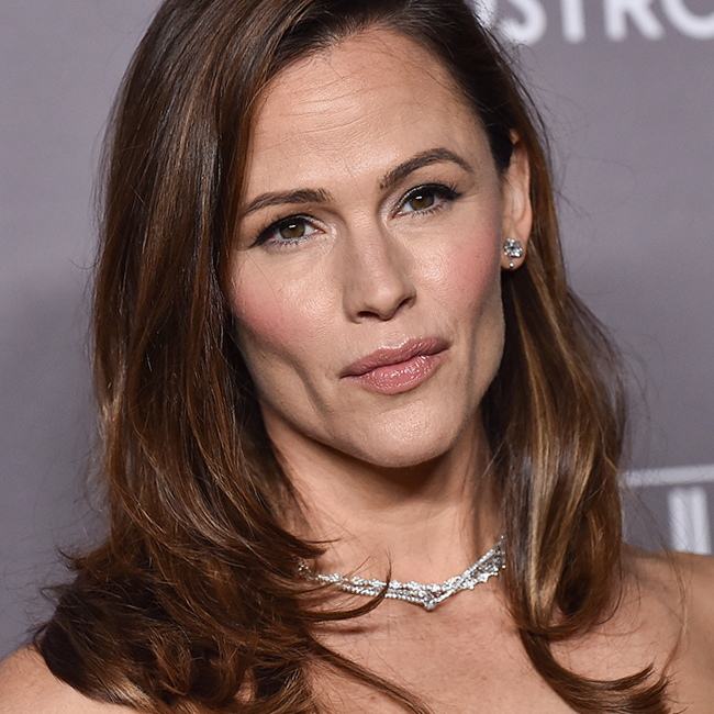 Jennifer Garner Looks Unrecognizable Without Makeup--How Is This The Same Person?