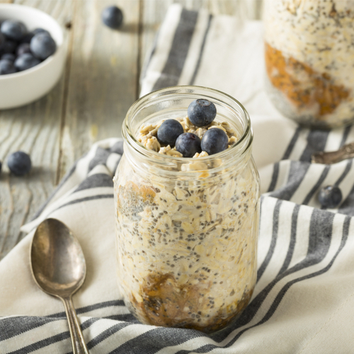 4 Anti-Inflammatory Overnight Oats Recipes That Dietitians Swear By For A Flatter Stomach In 2021