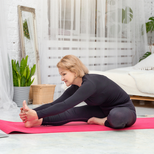 4 Morning Stretches Health Experts Swear By To Reduce Belly Bloat Instantly