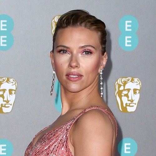 We Still Can't Get Over The Dangerously Low-cut Dress That Scarlett Johansson Wore To The Sag Awards