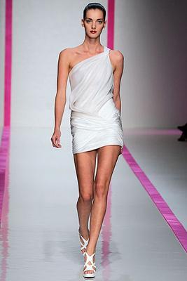 Emanuel Ungaro. маленькое белое платье от Emanuel Ungaro.
